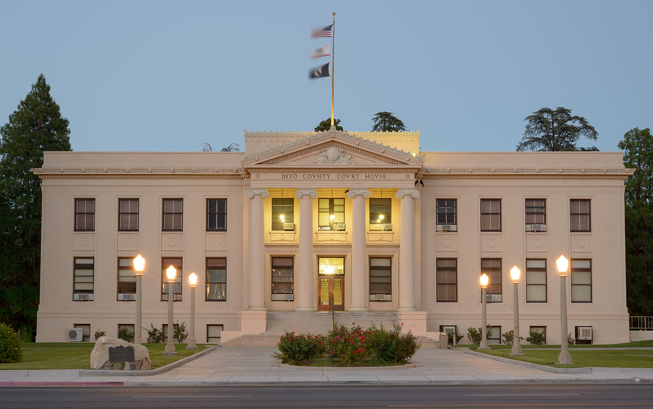 1280px-Inyo_County_Courthouse,_California_by_dusk